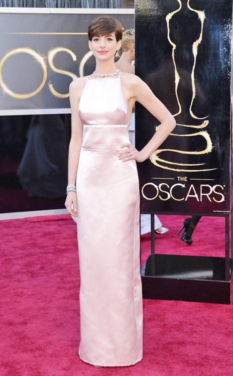 Anne Hathaway en Prada. (E! Online)
