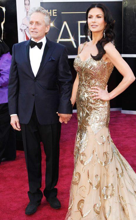 Michael Douglas y Catherine Zeta-Jones en Canali y Zuhair Murad Couture, respectivamente. (E! Online)